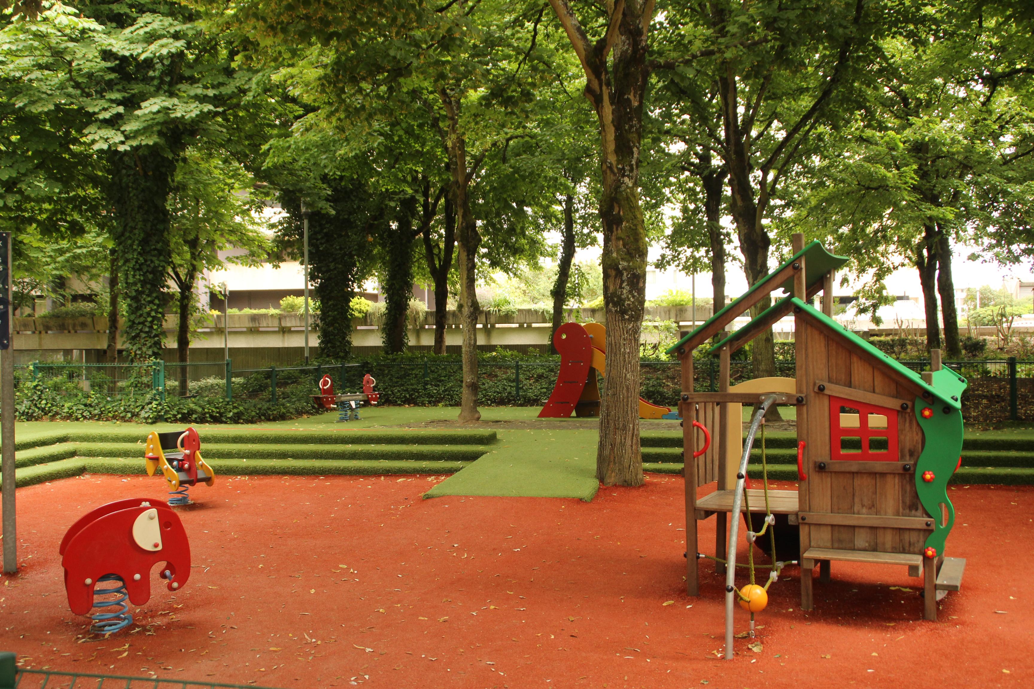 L'esplanade Charles de Gaulle a été rénovée durant le dernier mandat d'Alain Juppé. Une réussite selon les parents.
